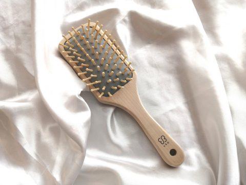 【フラゲレビュー】大人のおしゃれ手帖 2021年8月号増刊号《特別付録》uka(ウカ) 天然素材で髪にやさしいパドルブラシ
